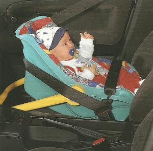 Kinderwagen oder Tragehilfe? Babysitze fürs Auto