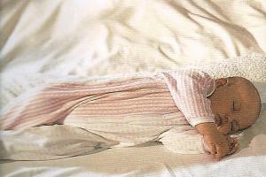 Liegen Sicherer Umgang mit dem Baby So liegt das Baby richtig