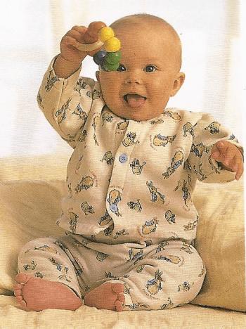 Sitzen und Krabbeln - Sicher Umgang mit dem Baby